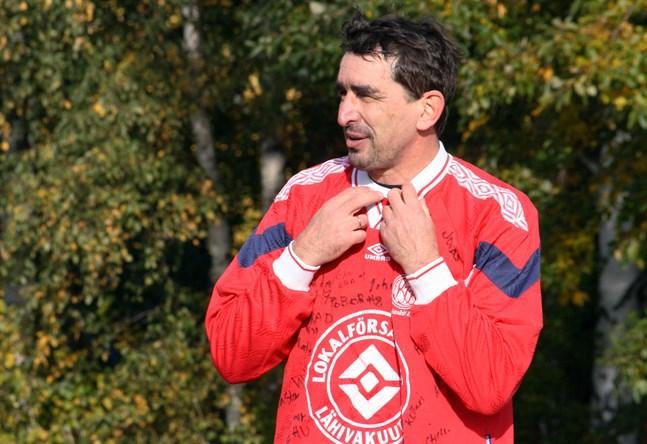 Då Valeri Oleinik fyllde femtio för ett par veckor sedan fick han bland annat en gammal speltröja med spelarnas autografer i present av sina lagkompisar.