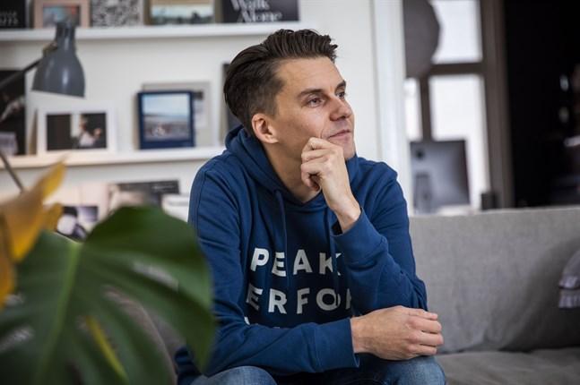 """Linus Lindholm har fotat tangodansare i Karleby och växthusarbetare i Närpes för den nordiska storsatsningen """"Mitt Norden""""."""
