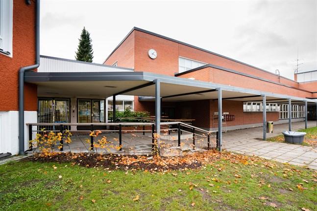 Karleby stad planerar att öppna ett nytt daghem i byggnaden på Vingesgatan där Handelsläroverket tidigare fanns.