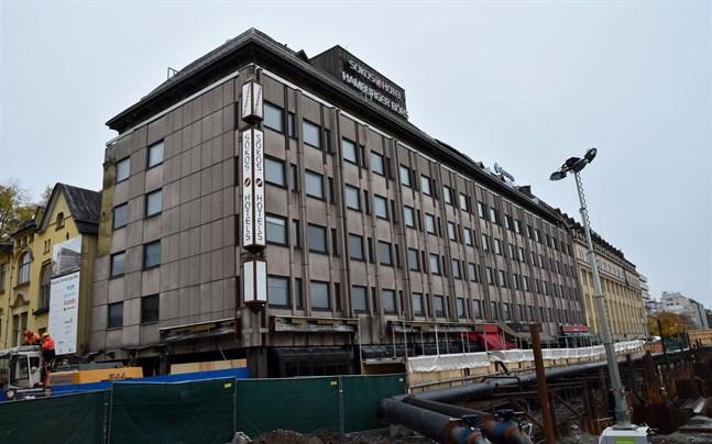 Hotellet Hamburger Börs står bredvid Åbo salutorg. Byggnaden ägs av bolaget Lokaltapiola som låter bygga ett nytt hotell på samma plats.
