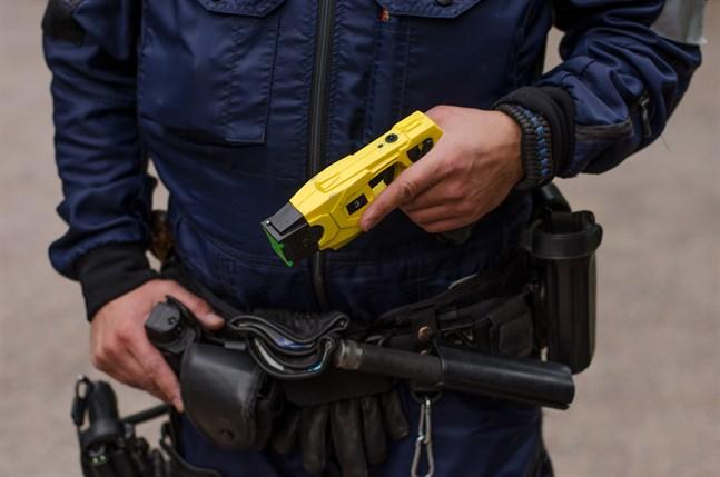De flesta poliser har redan en elpistol.