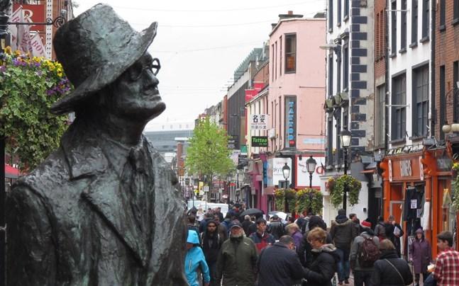 James Joyce kvarlevor bör flyttas från Schweiz till hans hemland Irland, anser invånare i Dublin där författaren föddes.