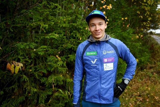 –Jag behöver ju inte tömma prisbordet och vinna världscupen men jag vill gärna göra besök på prispallen och definitivt vara bland de tio bästa i cupsammandraget, beskriver Eero Hirvonen sina målsättningar inför världscupen i nordisk kombination.