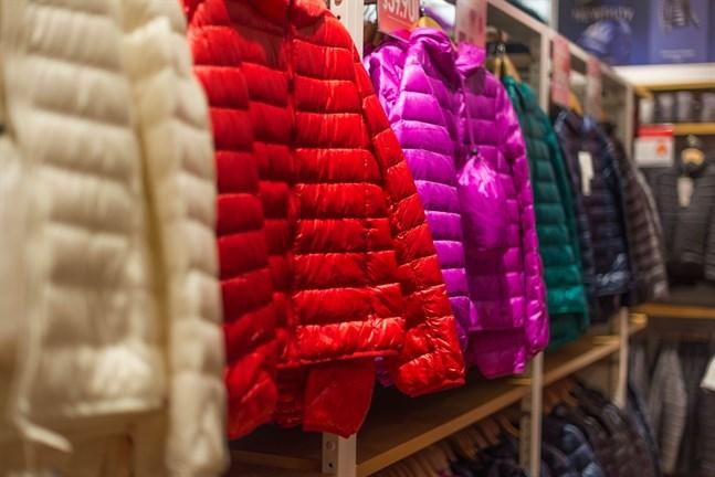 Vissa klädesplagg, såsom jackor, kan användas en hel livstid om man vårdar dem på rätt sätt, skriver Helsingin Sanomat.