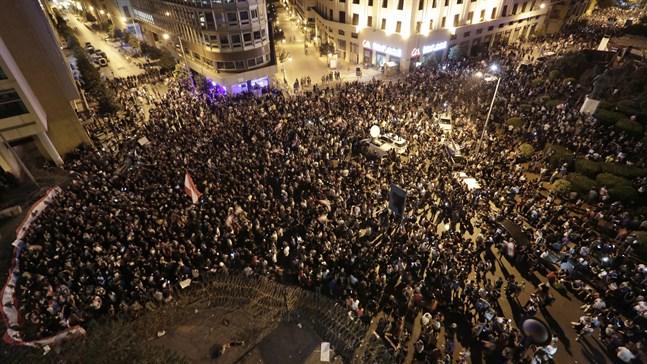 Demonstranter som samlades i Libanons huvudstad Beirut på lördagen.