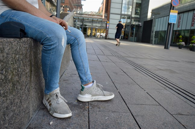 Försäljningen av e-cigaretter har drastiskt minskat i Finland, rapporterar Yle.