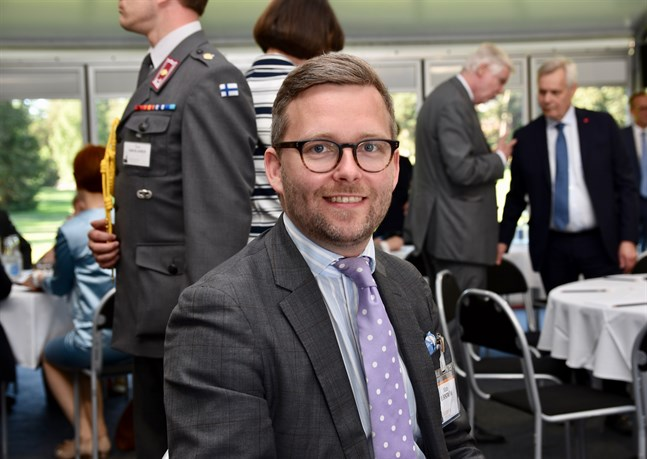 Mats Löfström, Ålands riksdagsledamot och svenska riksdagsgruppens vice ordförande, föreslår Tarja Halonen som medlare i Katalonienfrågan.