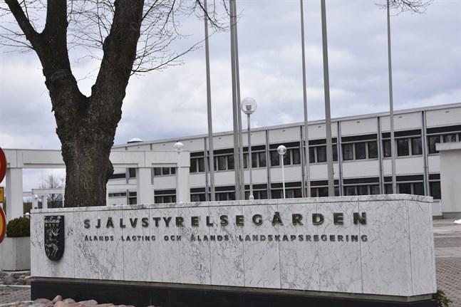 Självstyrelsegården i Mariehamn är säte för Ålands landskapsregering och Ålands lagting.