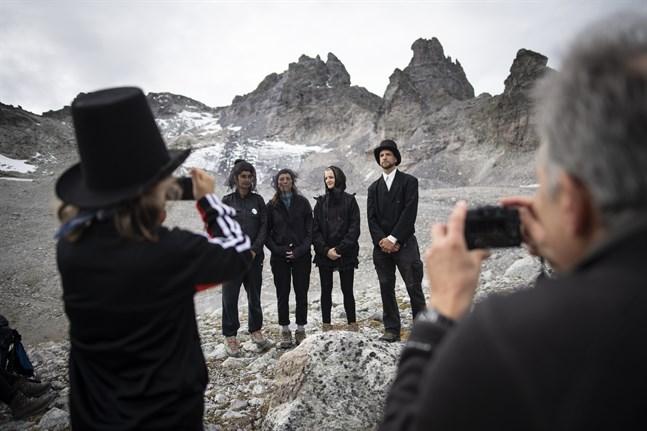 Klimataktivister höll den 22 september en sorgestund för den nästan helt bortsmälta glaciären Pizol i Schweiz. Arkivbild.