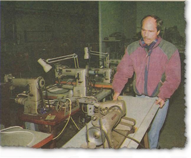 Det blev ingen fortsättning på textilindustrin i Närpes. I går började utförsäljningen av symaskinerna.