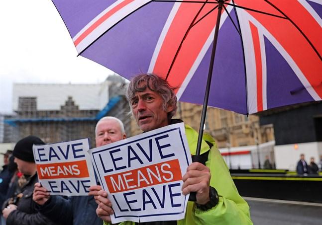 Demonstranter som kräver att brexitprocessen går vidare och att Storbritannien så snabbt som möjligt ska lämna EU.