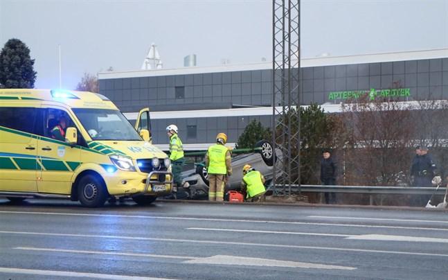 En olycka stör trafiken på Södraleden nära Prisma.