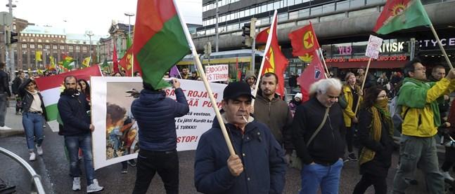 Polisen och demonstranter drabbade samman i Helsingfors på lördagen.