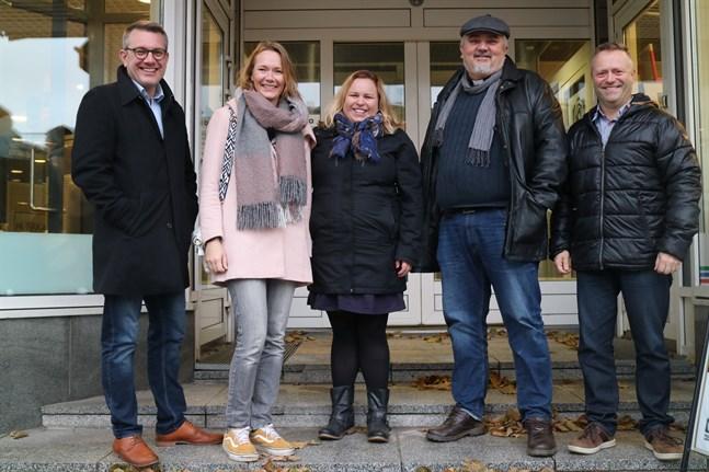 Patrik Hellström, Eva Fredriksson-Lidsle, Sarah Tiainen, Per Stenberg och Stefan Löv ser framemot att välkomna Sebastian Stakset till regionen igen.