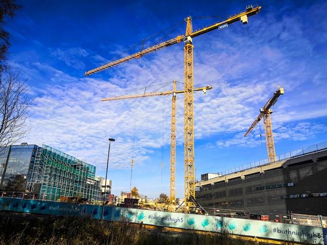 Sjukvårdsdistriktet finansierar bygget av H-huset med ett lån på 145 miljoner euro.