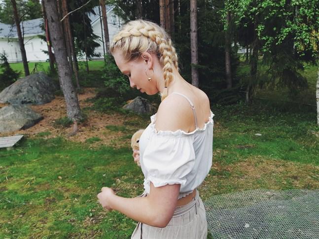 "Elin Laihorinne får andra pris i kolumntävlingen ""Argh?""."