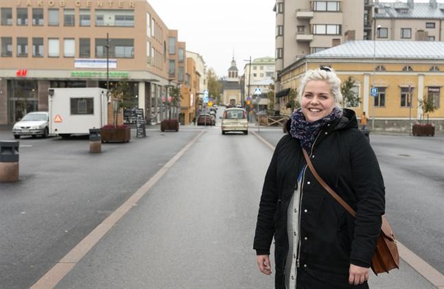 Sandra Högström är en sjukskötare som jobbar med svenskspråkig missbrukarvård och fängelseklienter. Hon säger att en trygg vuxen gör stor skillnad i ett barns liv.