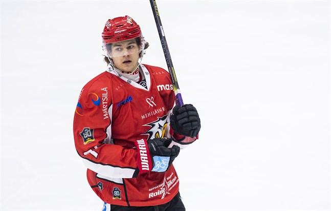 Eemil Erholtz kämpar om att få vara med i U20-VM i Tjeckien vid årsskiftet.