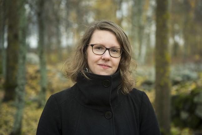 Emma Ahlgren är aktuell med sin andra diktsamling.