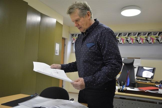 Rektor Göran Småros konstaterar att processen med skolbygget har varit igång länge. Skolan har kunnat vara med och påverka ritningarna.