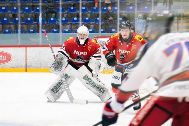 Vilho Heikkinen jobbade bra i målet när Hermes bortaslog Hokki i Kajana.