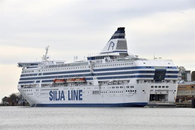 Sjömansunionen ordnar julfest ombord på estniskflaggade Silja Europa. Bilden föreställer ett annat fartyg, Siljas Symphony.
