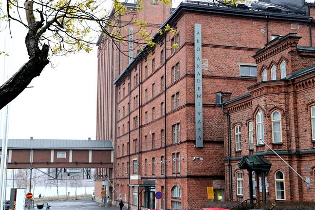 Även bland Åbo Akademis studerande börjar nu komma coronafall som kan hänga ihop med den stora spridningen bland Vasa universitets studerande.