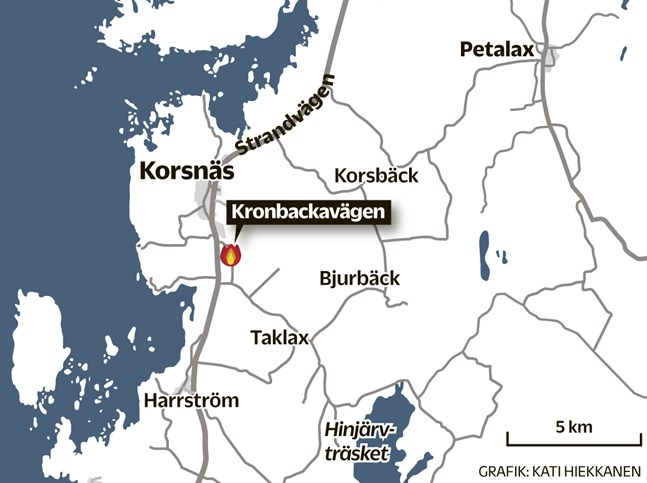 Branden bröt ut vid 5-tiden på Kronbackavägen strax söder om Korsnäs centrum.