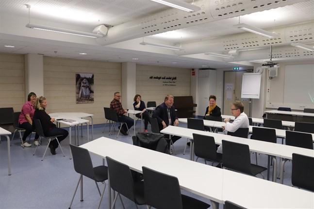 Vård- och förvaltningspersonalen fick sitta för sig själva på infotillfället om den planerade flytten av Kvevlax barnrådgivning till Smedsby.