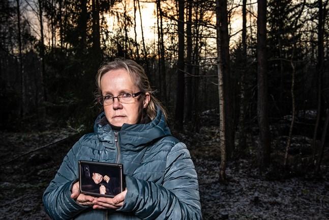 Höljt i dunkel. Margita Eklund berättar att hon inte egentligen har några minnen från tiden efter olyckan där sonen Kim dog.