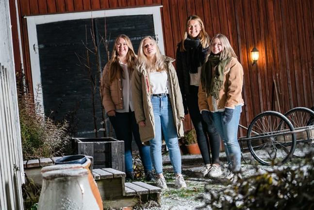 Årets luciakandidater i Jakobstadsregionen heter Corinne Björkman, Amalie Sundberg, Victoria Myntti och Maya Parkkinen.