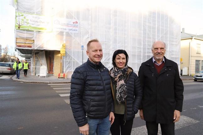 Tom och Madelén Rabb representerar den nya generationen som tagit över. Fredrik Ekholm är aktiv som styrelsens ordförande.