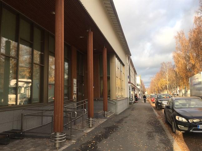 Anne-Lie Haglund har anställts som t.f bibliotekschef för drygt ett år vid biblioteket i Nykarleby. Hon påbörjar sitt jobb den 25 november.