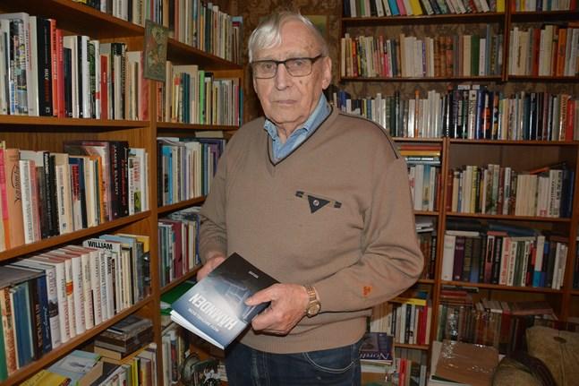 Roy Michelson var inte helt hundra på att han skulle skriva någon fler bok. Men nu kan han presentera ännu en: Hämnden.