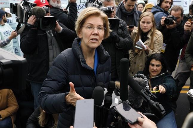 Senator Elizabeth Warren har förklarat sina planer för allmän sjukvårdsförsäkring, efter att ha blivit hårt ansatt av konkurrenterna.