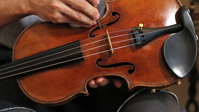 En dyrbar fiol har kommit tillbaka. Arkivbild på en annan dyrgrip, en Stradivarius.