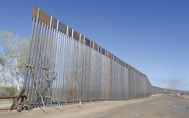 Ett av USA:s pågående barriärbyggen, längs Colorado-floden i Arizona.