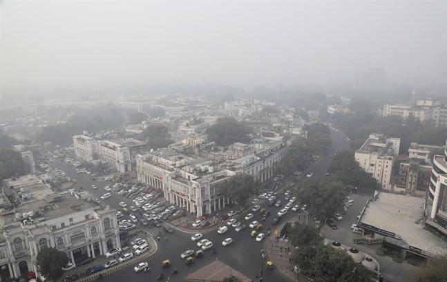 """Luftföroreningarna i den indiska storstaden Delhi har nått """"outhärdliga"""" nivåer, enligt Delhis chefsminister."""