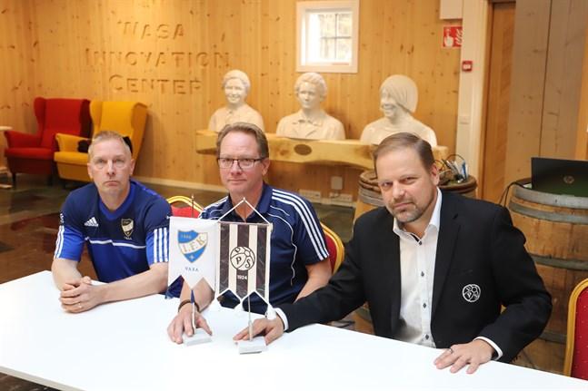 Olav Hermanson och Krister Grönholm från Vasa IFK och Riku Asukas från VPS informerade om det gemensamma säsongskortet i november.