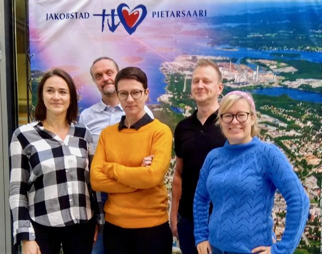 AnneMo Kaitfors, Sören Öhberg, Emma Westerlund, Tobias Björkskog och jeanette Östman ser fram emot att träffa dem som vill veta mer om spelindustrin och stadens utvecklingsarbete.