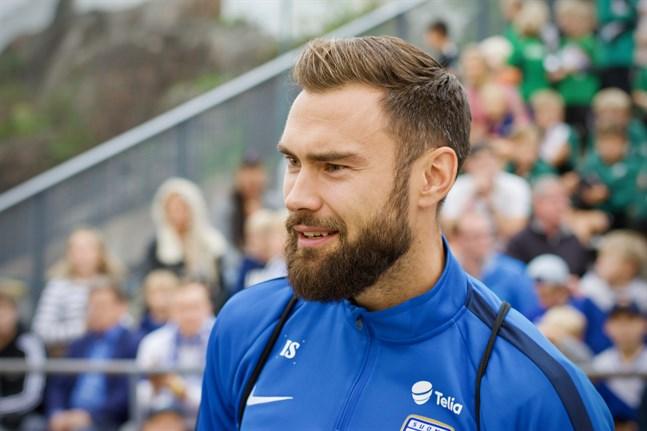 Tim Sparv är kapten för Finlands herrlandslag i fotboll.