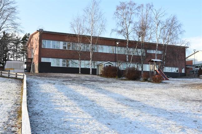 Mosebacke skola ska få en snäckformad tillbyggnad mot söder, till vänster i denna bild.