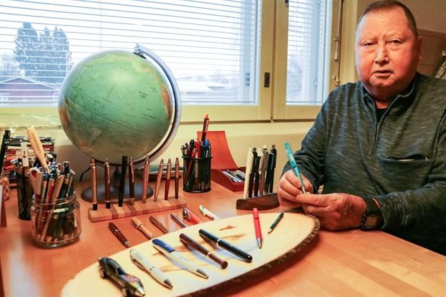För Alf Wisén tar pennsamlandet bort tankarna från sjukdomen. De finaste pennorna har han framme, medan de mer vanliga samsas i flyttlådor i källaren.