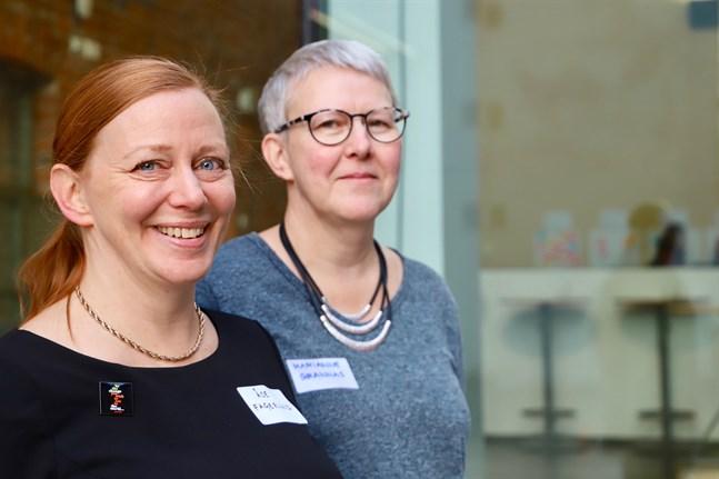 """Åse Fagerlund leder Folkhälsans projekt """"Styrka, glädje och medkänsla"""", Marianne Grannas är klasslärare."""