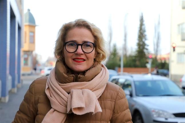 Miapetra Kumpula-Natri tycker det är viktigt att besöka sin gamla hemstad Vasa. Hon arbetar alltid för regionen, trots att hon nu agerar på EU-nivå, säger hon.