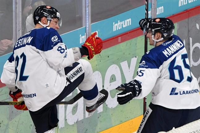 Harri Pesonen och Sakari Manninen var viktiga kuggar i anfallet när det blev VM-guld i Slovakien. De fortsatte visa vägen för Finland i EHT-premiären.
