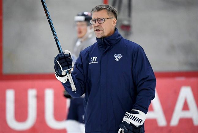 Jukka Jalonen har bestämt vem som spelar mot Ryssland i kväll.