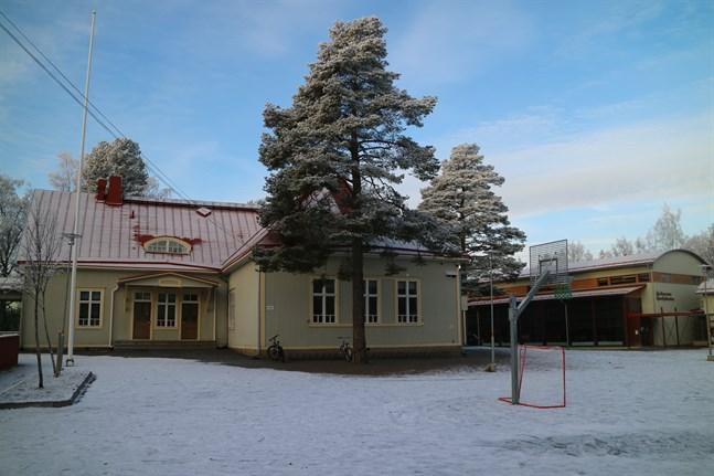 Bildningsnämnden i Karleby anser att Öja skola ska få köra vidare som normalt åtminstone fram till 2022.