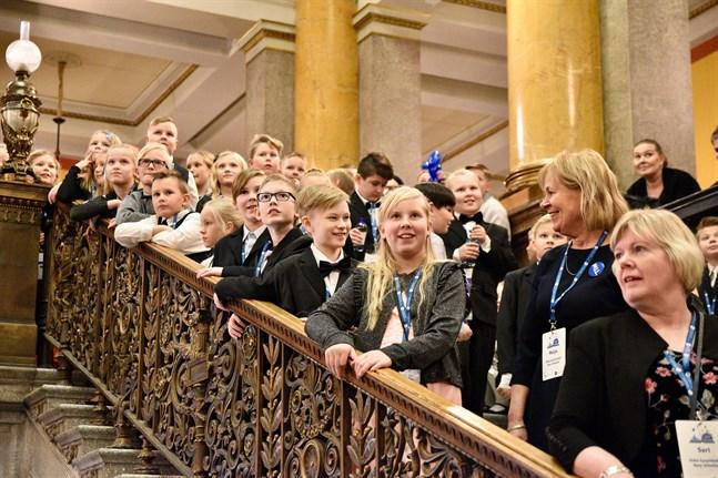Så här såg det ut i fjol när hundratals barn samlades i Ständerhuset i Helsingfors för att fira självständigheten.