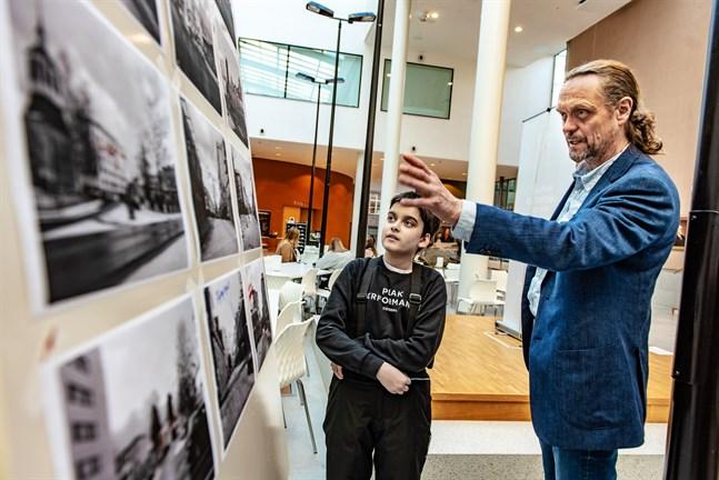 Ludvig Granroth och Sören Öhberg i samtal om Jakobstads stadsplanering.